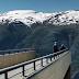 Η γέφυρα που σταματά απότομα δεκάδες μέτρα πάνω από μια λίμνη [Εικόνες]
