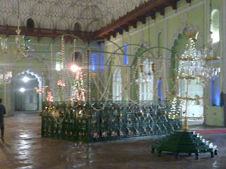 inside view of Bara Imambara,Free download bara imambara wallpapers from here