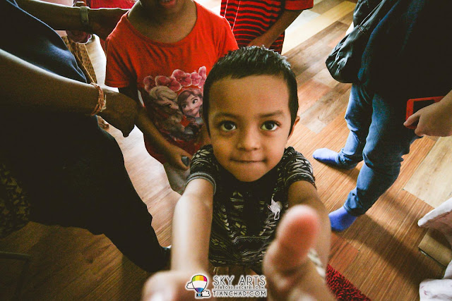 That unforgettable moment when one of the friendly kid want to 'kirim salam' before we leave