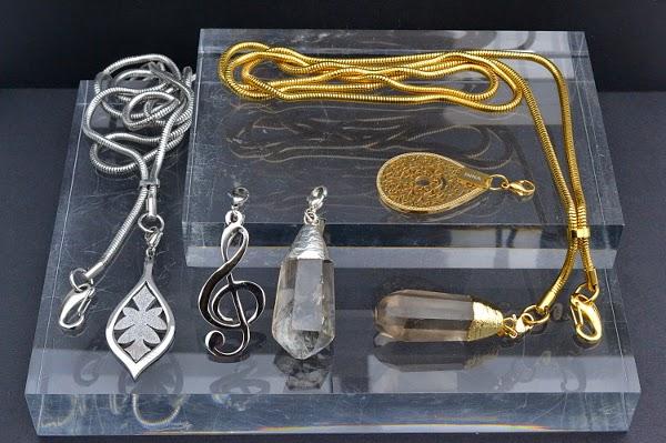 Halsband till passerkort och nycklar