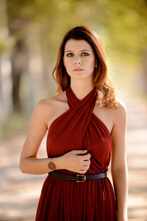 beren saatin kırmızı elbisesi