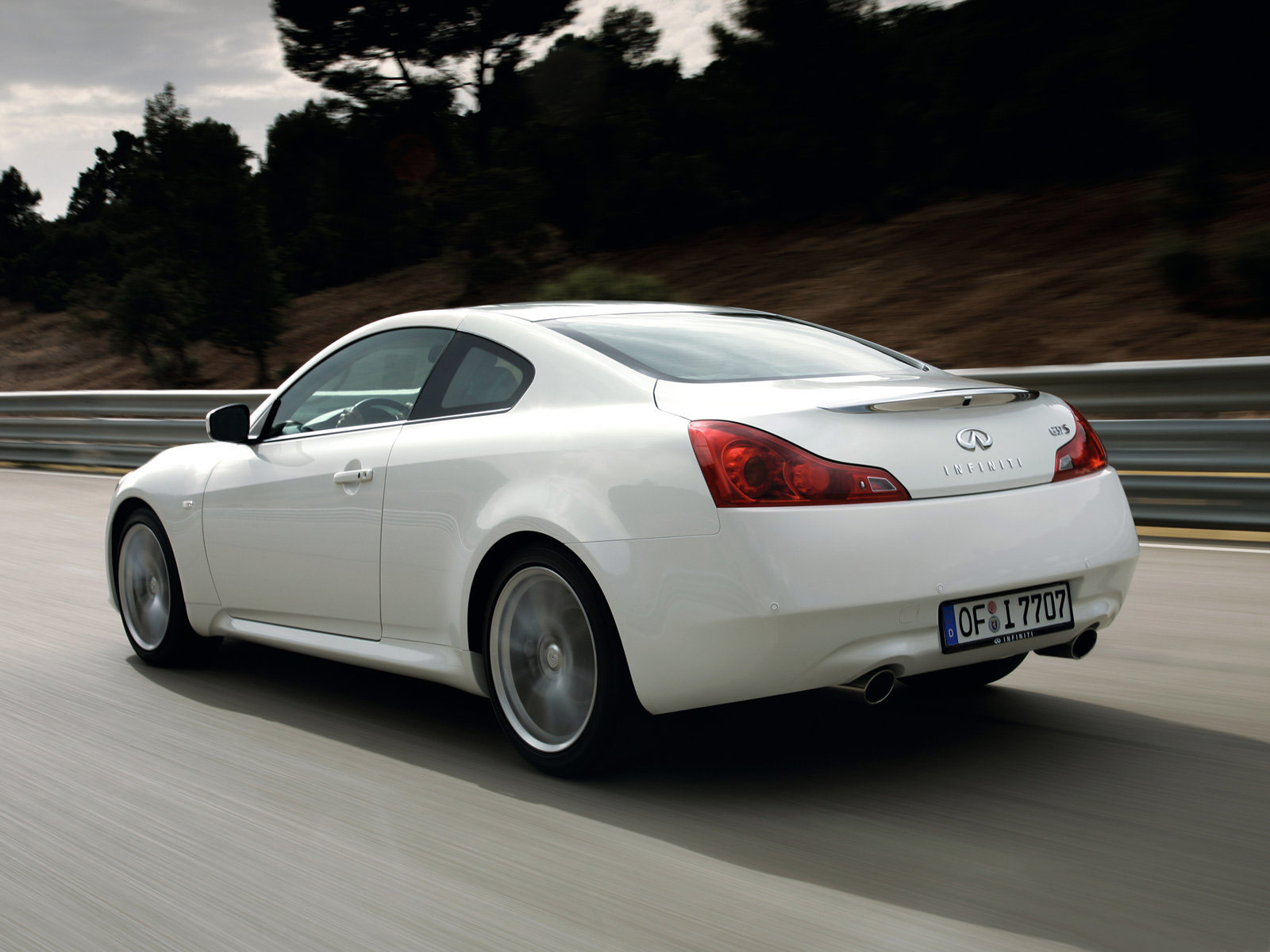 The infiniti g37 coup 233 offers dramatic performance in a thoroughly