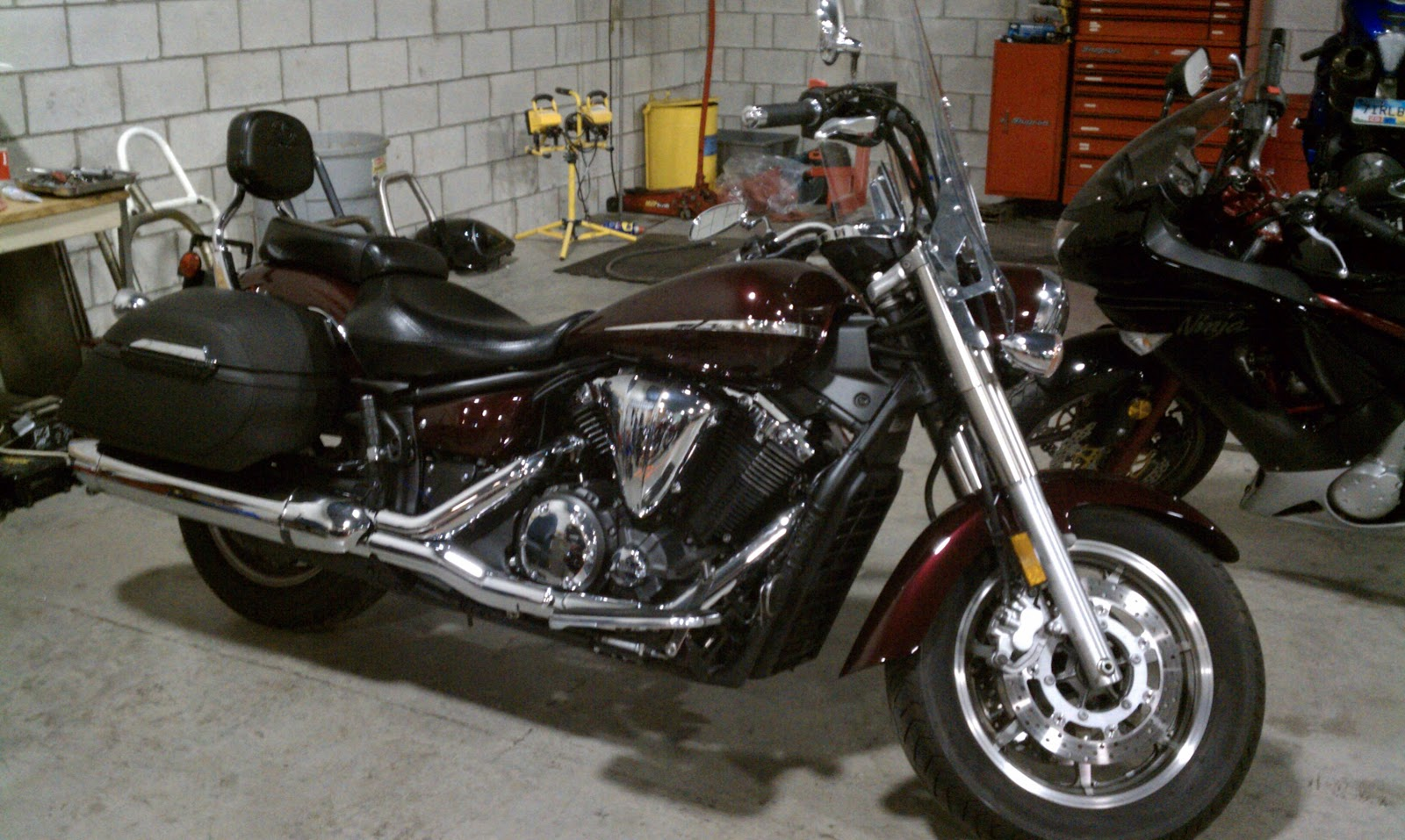 2007 Yamaha V Star 1300 Touring Features Fuel Injection Belt Drive Water Cooled Windshield Lockable Frame Mounted Saddlebags Sissy Bar