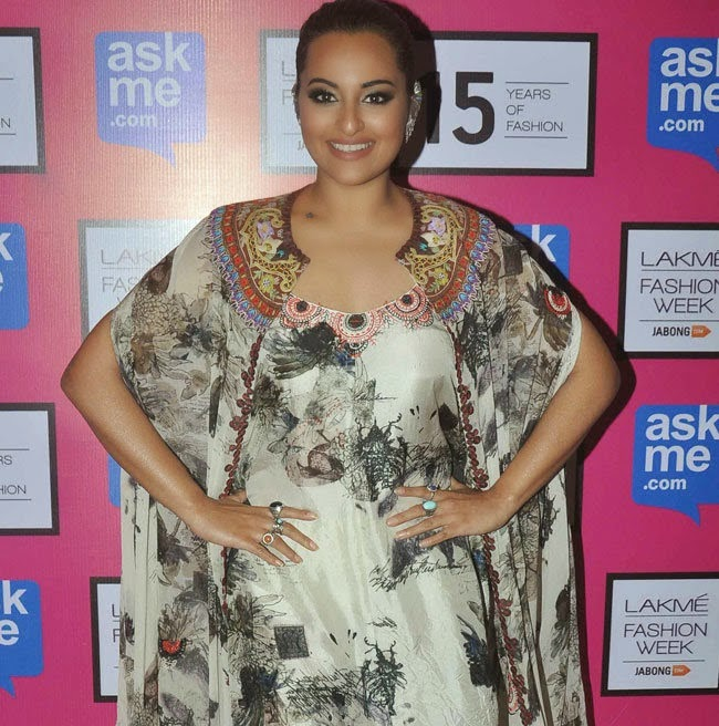 Sonakshi Sinha Stills at Anamika Khanna Fashion Show at LFW 2015 Photos