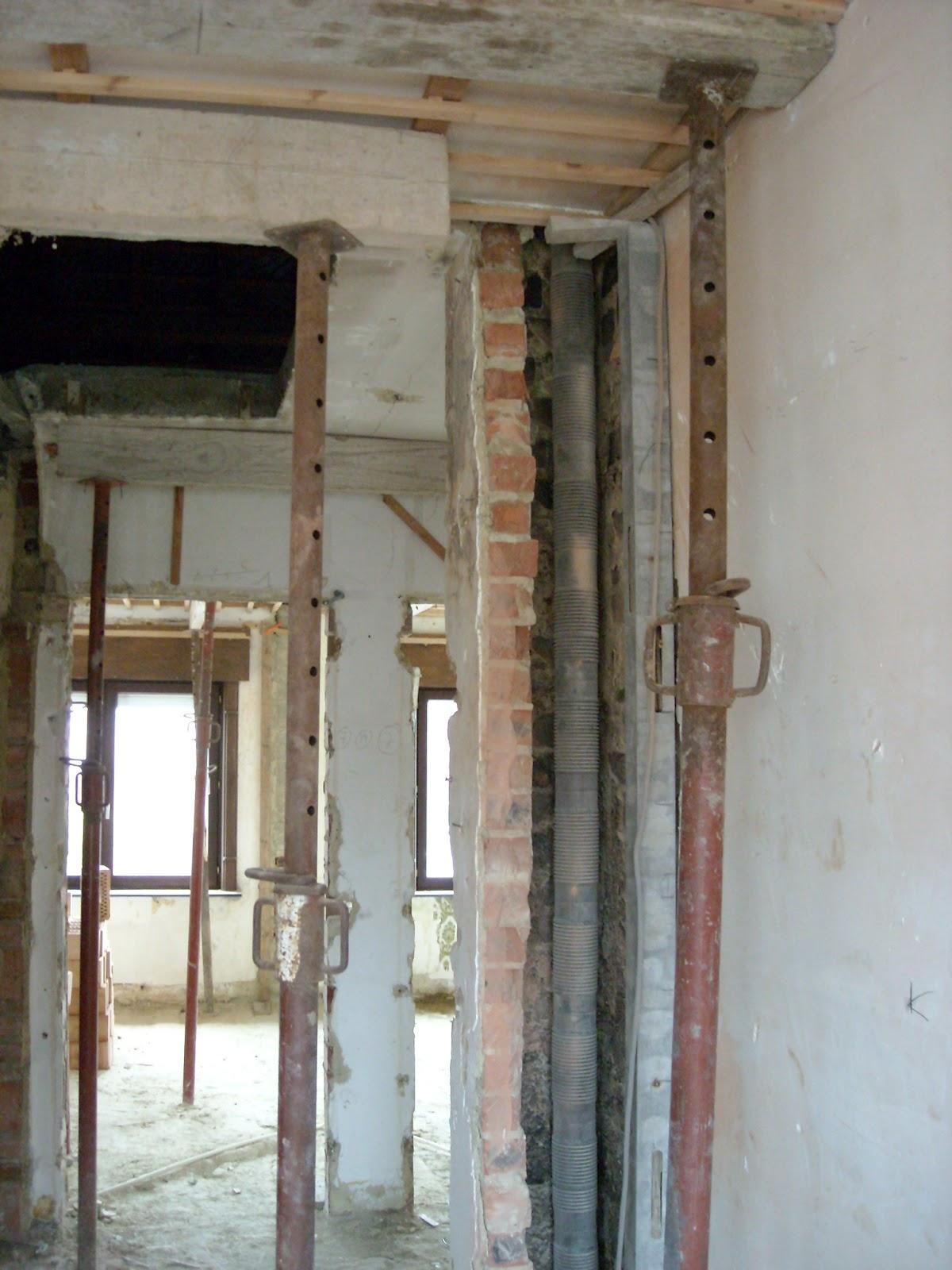 verbouwing in burst afbraak opmetsen muur nieuwe badkamer