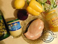 Miód, drób, sałata i szkło imprezowe przekąski sylwestrowe menu pomysł na przekąskę