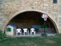 El gran arc rodó de la façana de llevant del mas de L'Espina