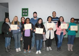 Coordenador do projeto, Rangel Pinheiro e o professor Cláudio da Silveira participaram da comemoração de encerramento do curso de Noções Básicas de Contabilidade, do POT