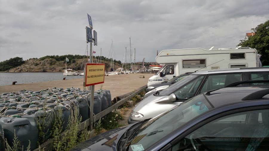 Another parking-lot, but a bit crowded. The pier has been closed also, unfortunattly