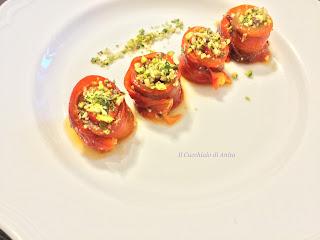 tapas. peperoni arrosto con panure alla frutta secca e basilico