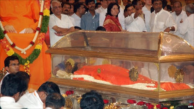 Mourners for Sathya Sai Baba