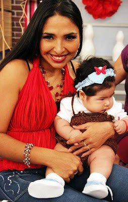 Azucena del Río con su bella hija