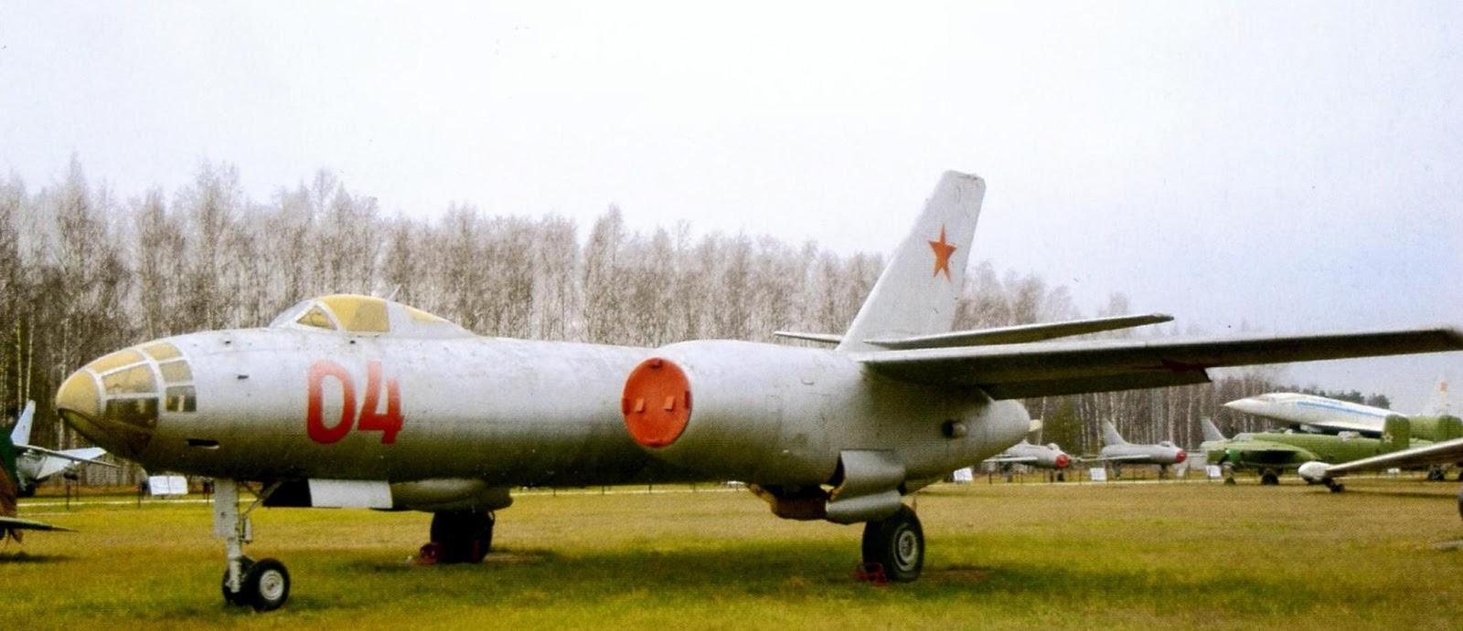 Бомбардировщик Ил-28 фото