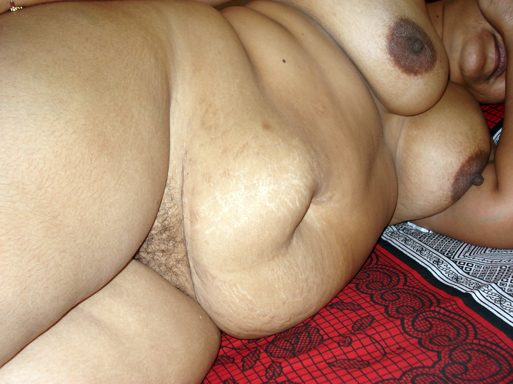 nude in bed chubby aunty