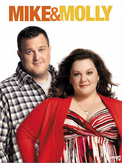 s2%2BMike%2B%2526%2BMolly%2BPoster%2B001 FULL Download   Mike & Molly S03E09   HDTV + RMVB Legendado