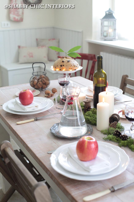 Una tavola per natale shabby chic interiors - Un ampolla sulla tavola ...