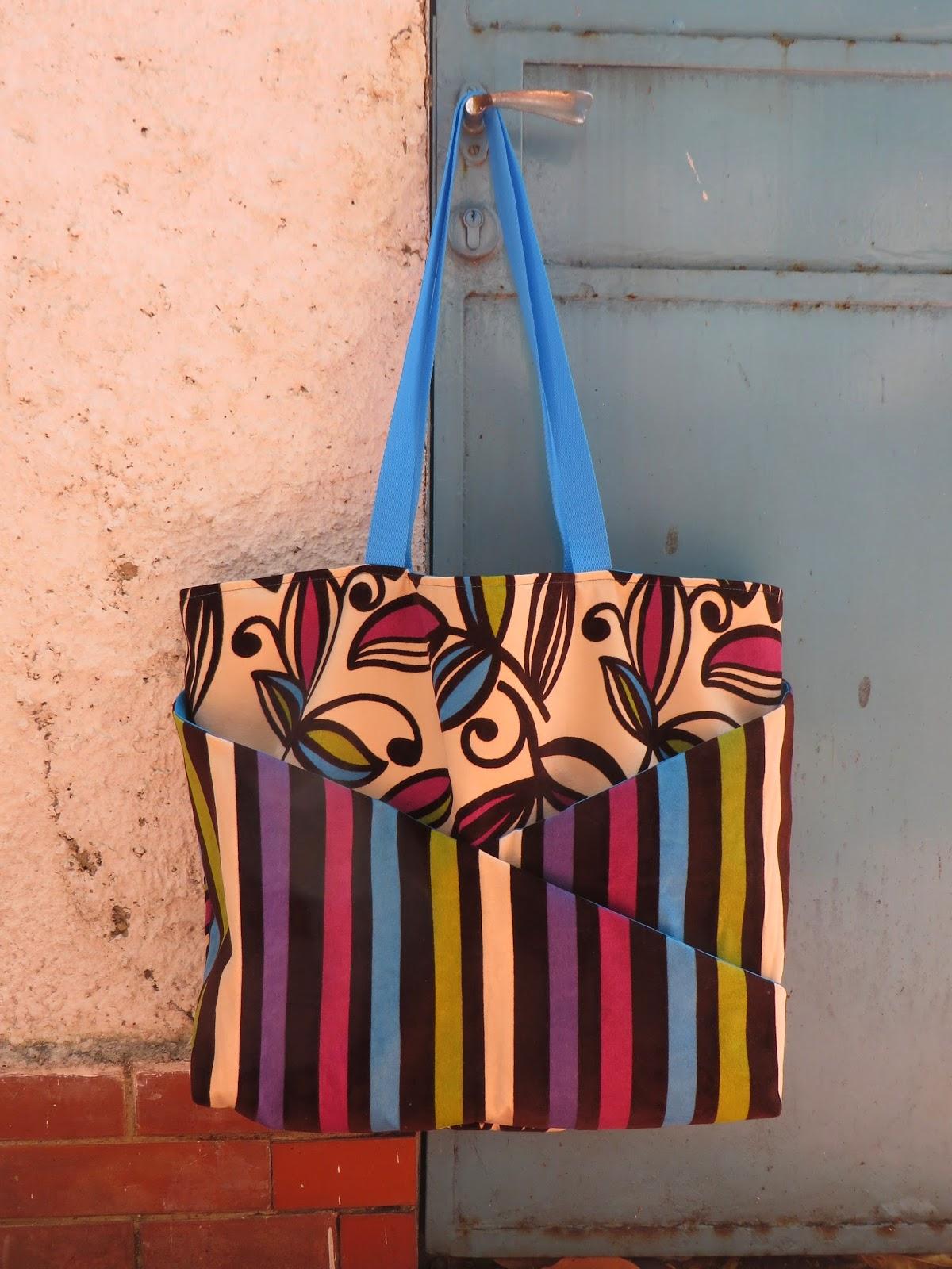 Stoffen Strandtassen : Familie in den vreemde tassen