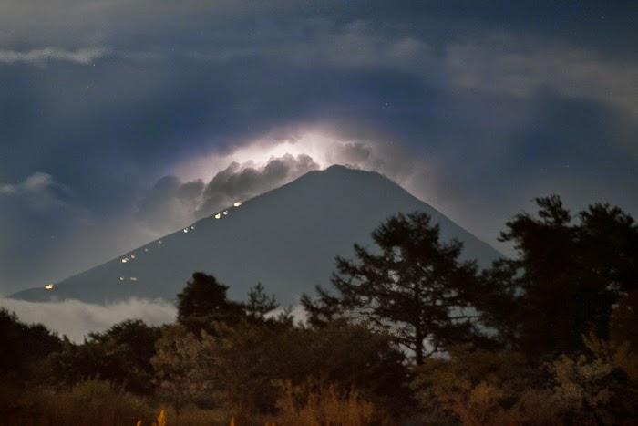 Mt-Fuji-Lightning-2.jpg