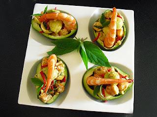 Avocats aux crevettes et sauge-ananas
