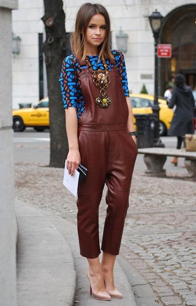 Leather overall paling keren dipadukan dengan atasan motif.