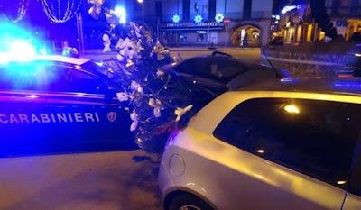 buongiornolink - Rubano l'albero di Natale per i figli, i carabinieri li denunciano ma ne comprano un altro per i piccoli
