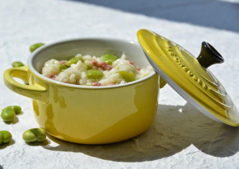 risotto con fave fresche, salsiccia e provola affumicata