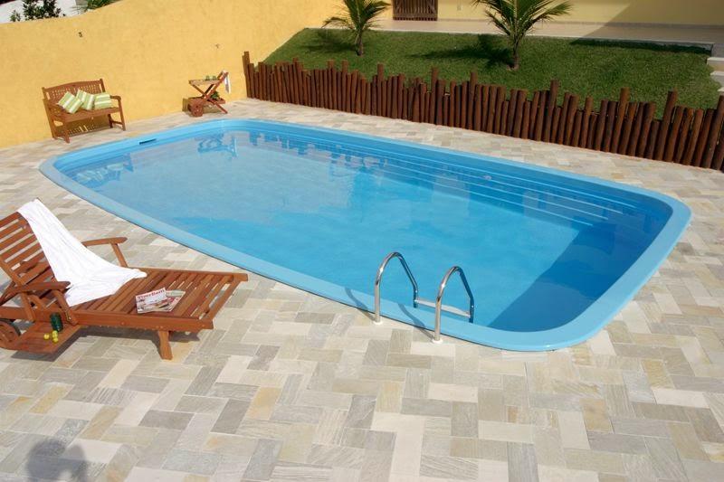 Fotos de piscinas residenciais de fibra imagens e fotos for Ver modelos de piscinas