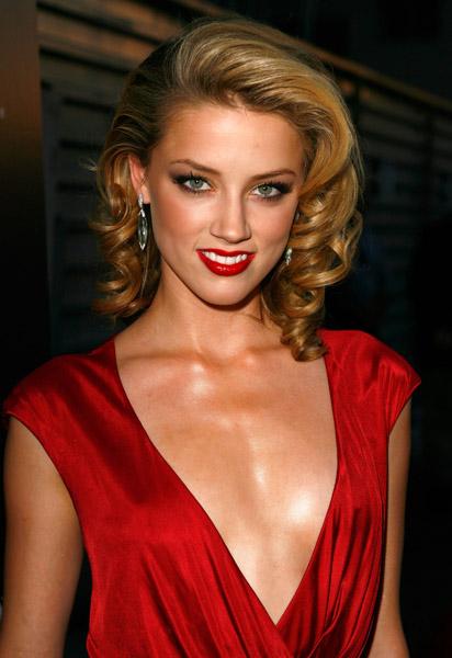Hollywood Actress Amber Heard Wallpaper