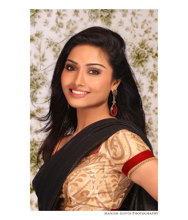 Aishwarya Devan Latest saree and spicy dress Photo Shoot ...