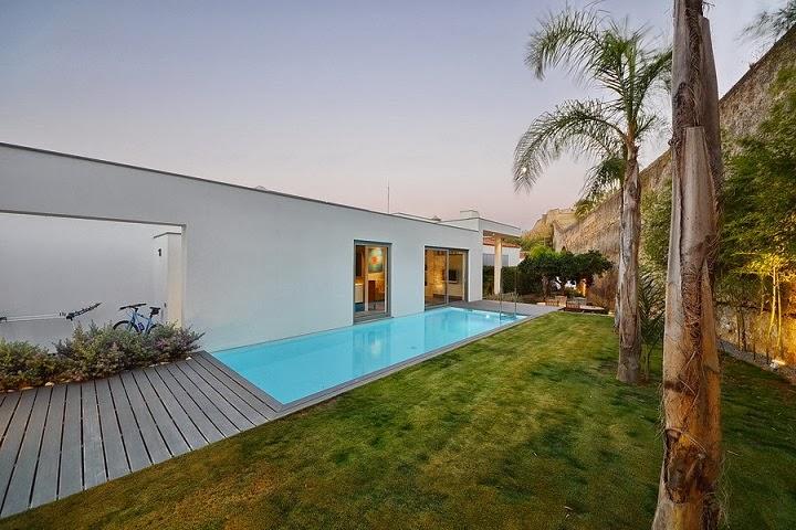 Casa yard con vistas a la costa de portugal mario for Casa minimalista con piscina