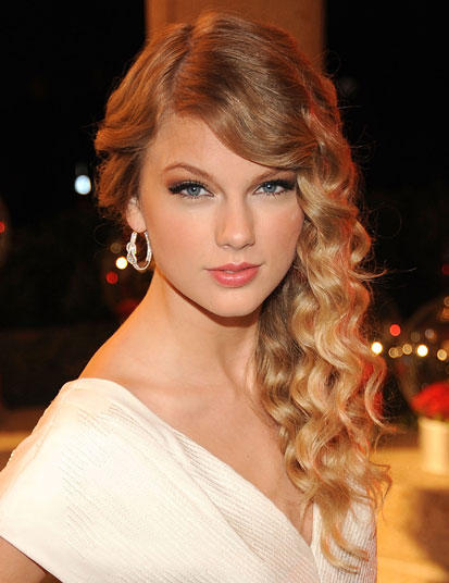 Taylor Swift Natural Hair, Long Hairstyle 2011, Hairstyle 2011, New Long Hairstyle 2011, Celebrity Long Hairstyles 2105