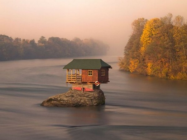 Amazing River House in Serbia