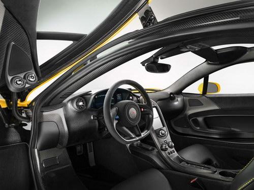 Interior Serat karbon McLaren P1