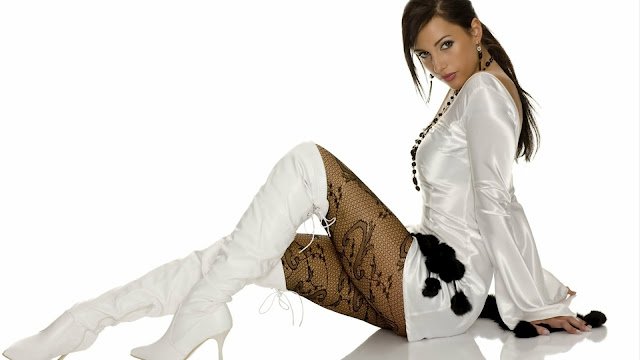 Woman in Boots HD Wallpaper