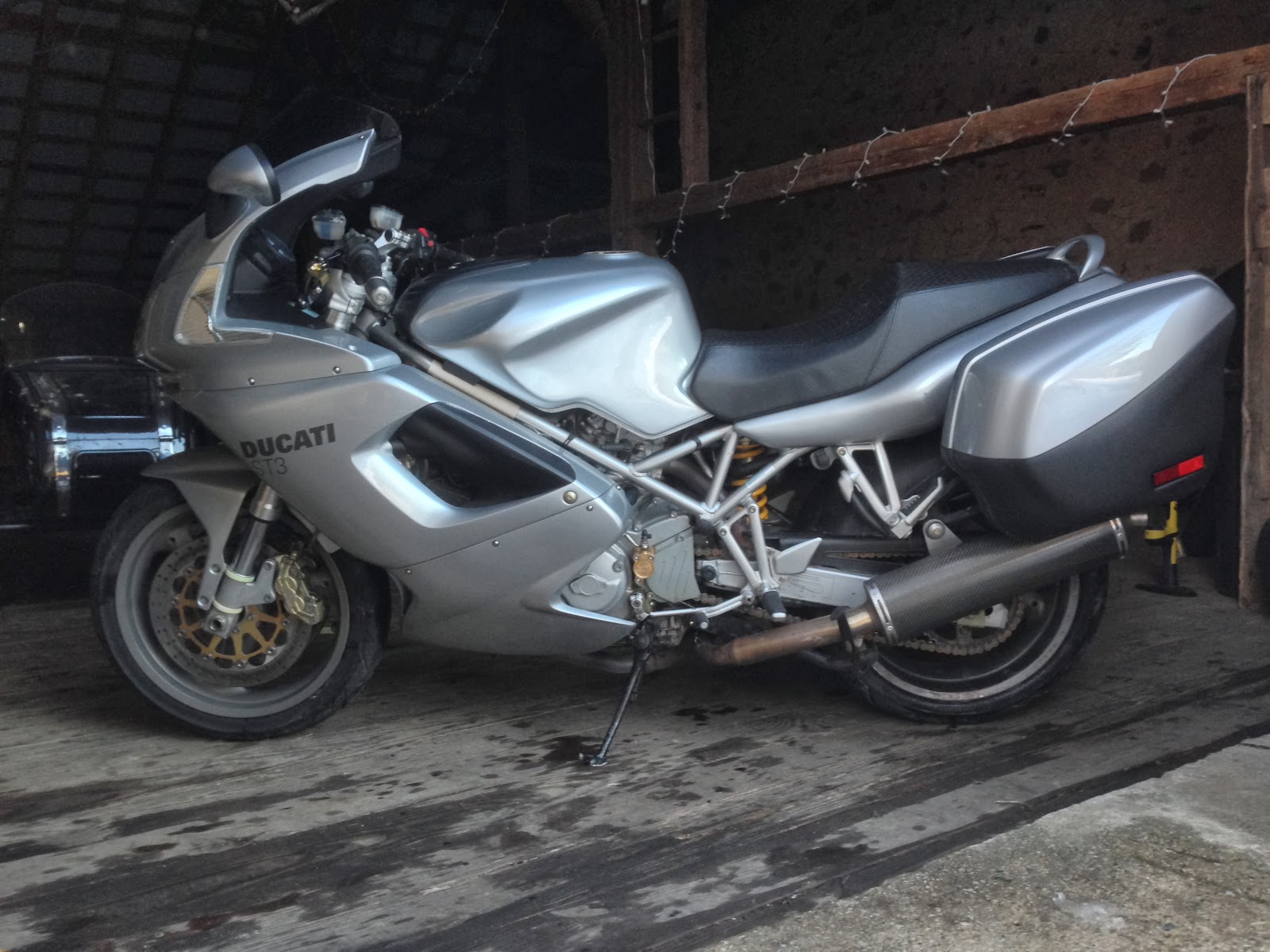 Ducati ST3: First Impressions of a new Silver Duc parked in Tigho's barn