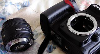 Cara paling aman mengganti lensa