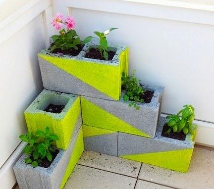 idée colorée avec des blocs de béton pour l'extérieur