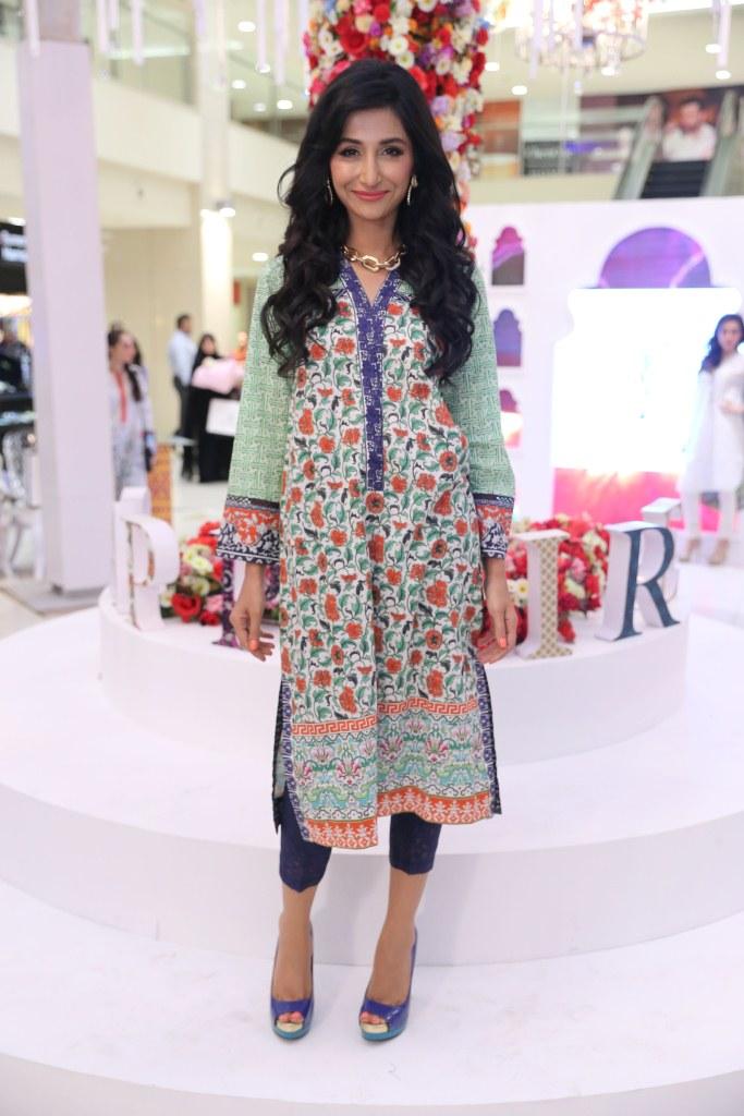 Sapphire Clothing, Elan official, Khadijah Shah, retail clothing in Pakistan, Retail brand of pakistan, Pakistani Retail Fashion, Affordable fashion, Affordable ready to wear, Affordable pakistani fashion, Latest Pakistani Trend, trending, red alice rao, redalicerao