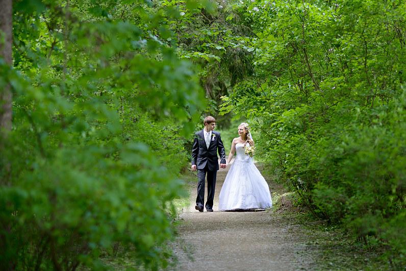 pasivaikščiojimas vestuvių fotosesijos metu