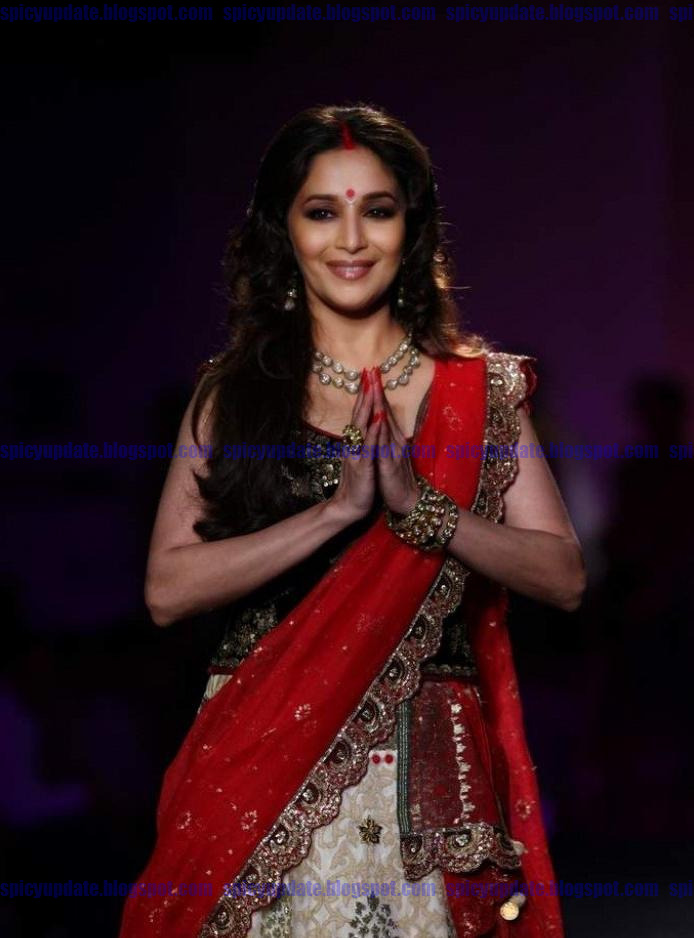 bollywood, tollywood, hot, Gorgeous, Madhuri, Dixit, in, red, lehanga-choli, Latest, ramp, walk, at, DCW