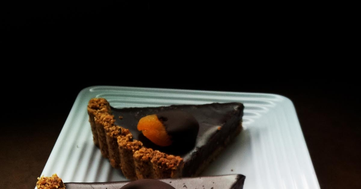 A Profound Hatred of Meat: Apricot & Salt Chocolate Tart