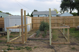 Backyard Makeover: Garden Fence and More