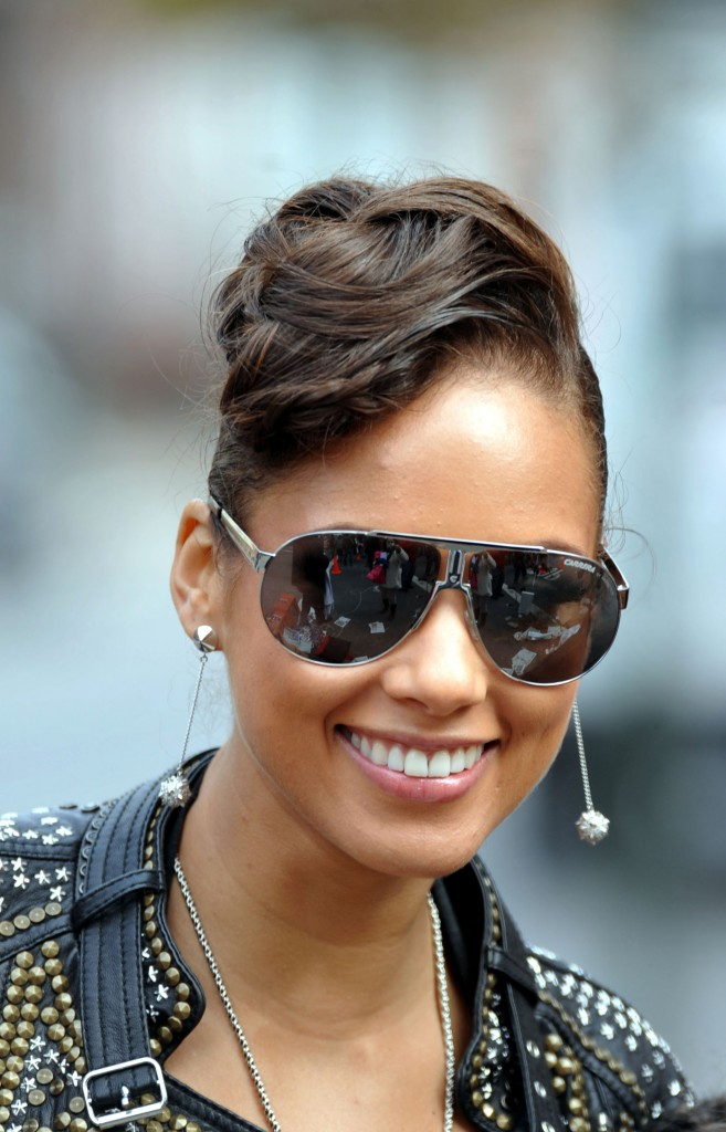 Alicia Keys in Carrera sunglasses Panamerika 1: £92.65