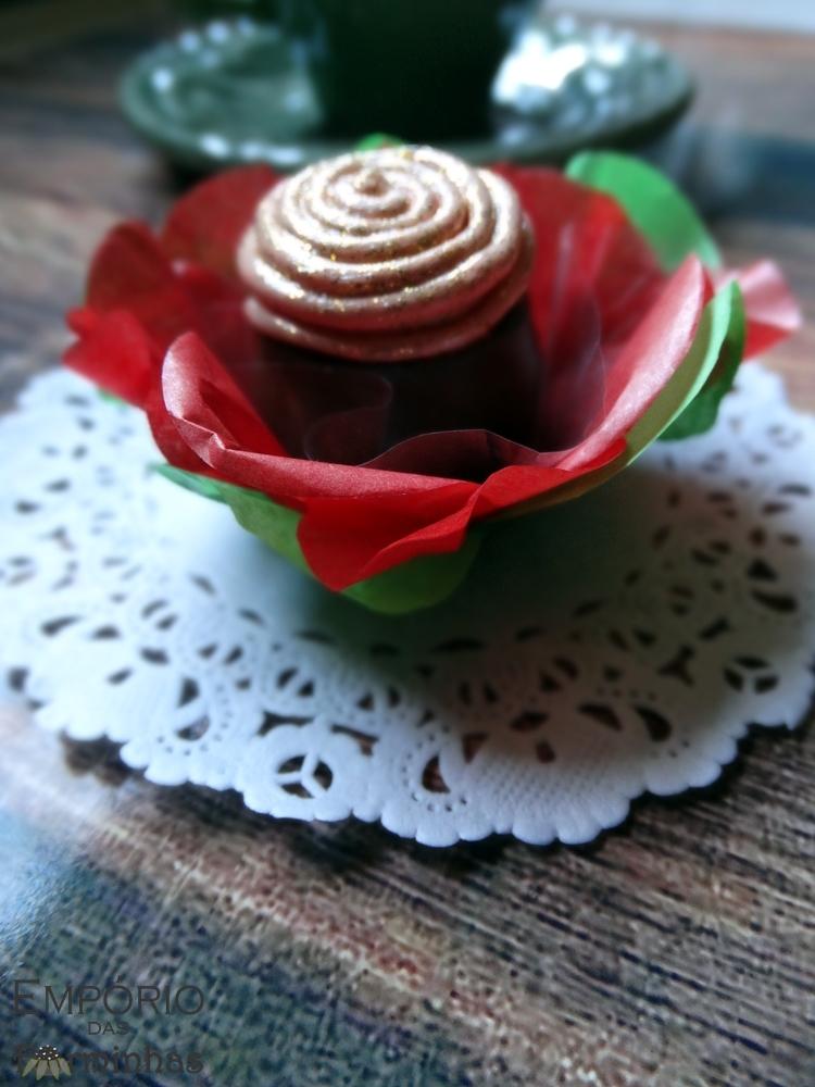 Forminha flor de papel de seda para doces