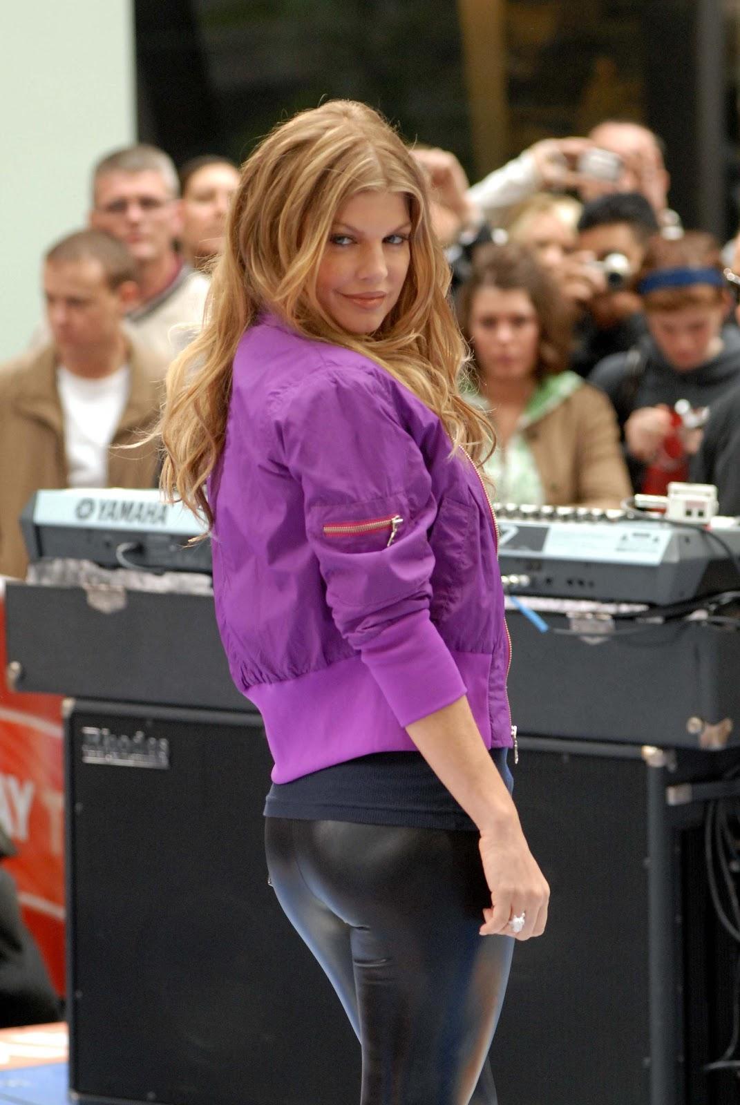 http://1.bp.blogspot.com/-ZDVEbJ_le-o/Tz4u9tu0ZQI/AAAAAAAAL5E/JsWtOlTFSq4/s1600/Fergie+15.jpg