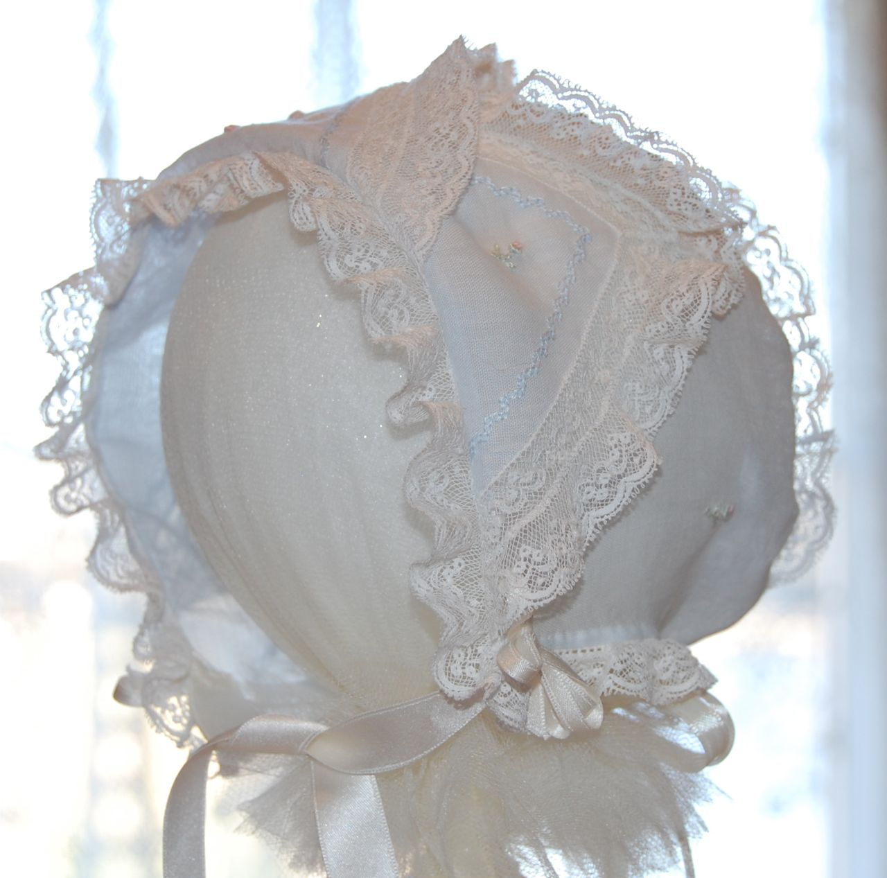 Old Fashioned Baby Bonnets 12