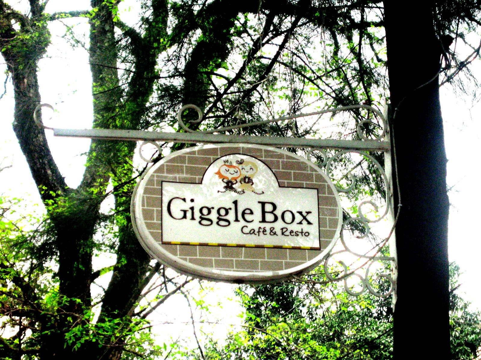 Giggle Box Cafe & Resto