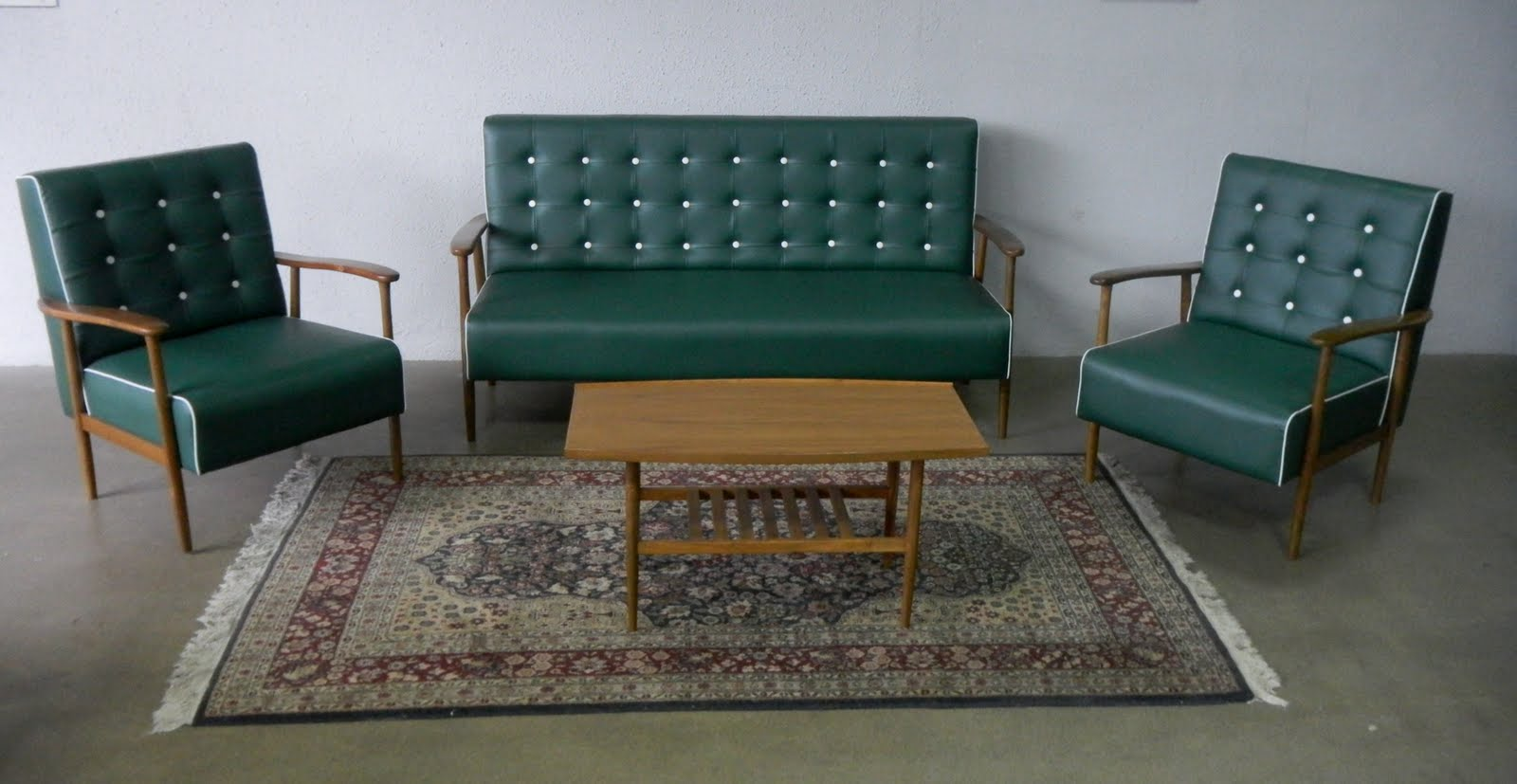 Another Retro Set With Slightly Different Design Daringly Contrasting With  Sofa Wei
