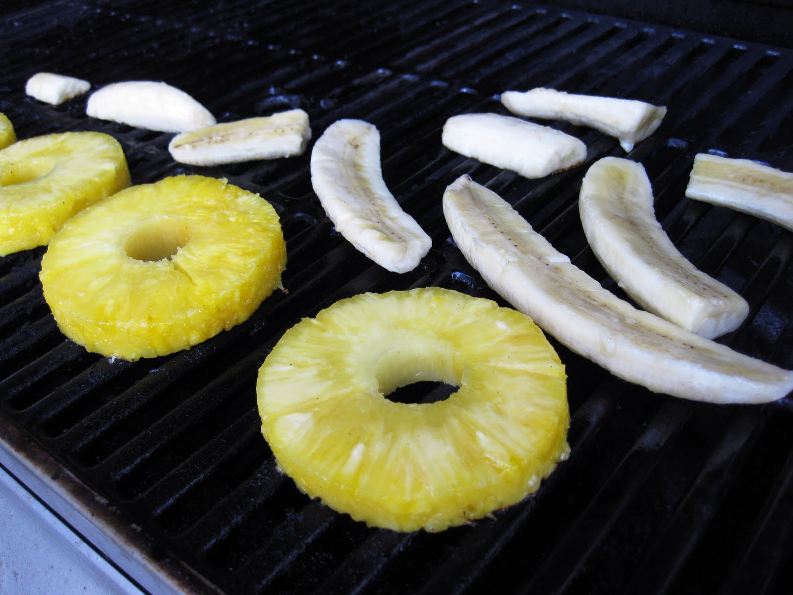 Grilled Pineapple And Banana Sauce With Honey And Lime ...