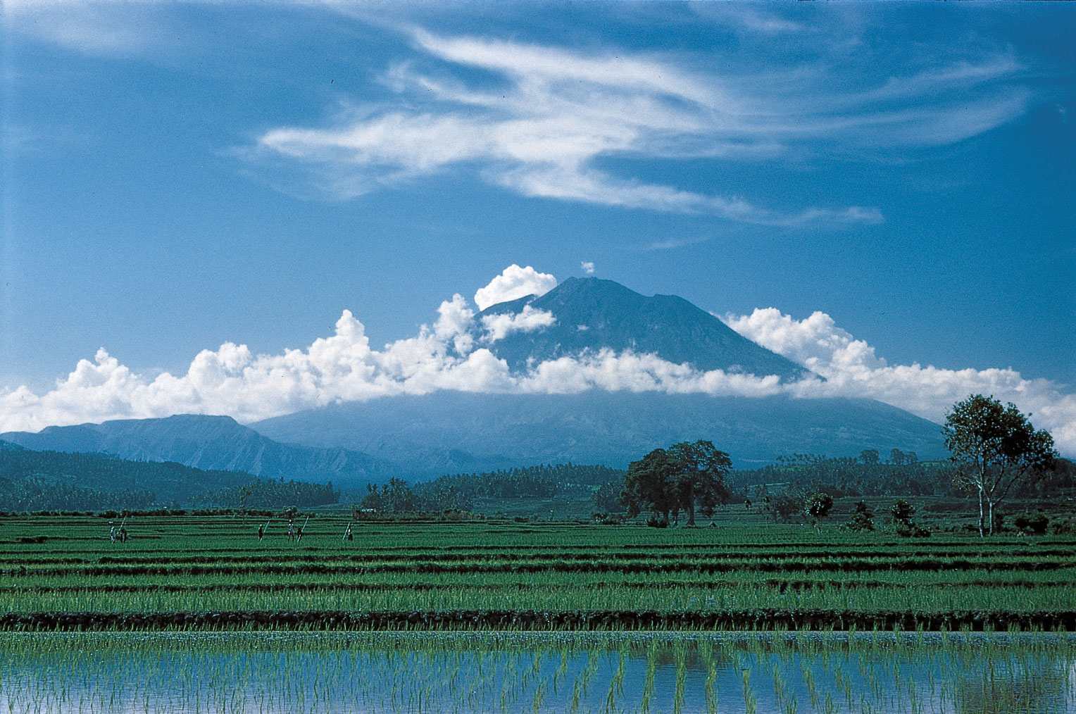mount agung how tall